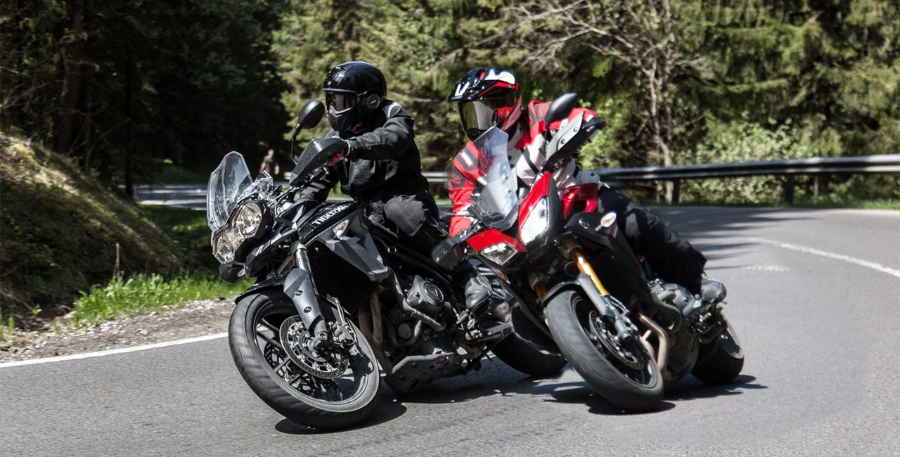 Triumph Tiger 800 XRx vs. Yamaha MT-09 Tracer 2015
