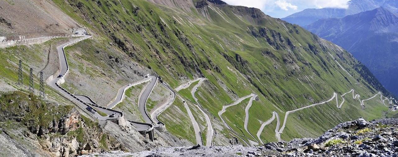 Top 10 Alpenpässe auf 1000PS