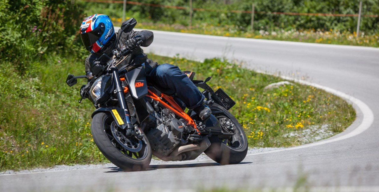 Power-Naked Bike Vergleich in den Alpen 2015
