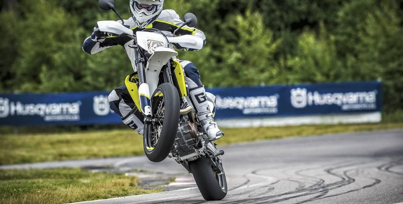 Husqvarna 701 Supermoto und Enduro Test 2015