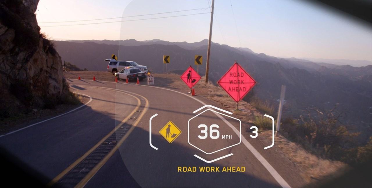BMW Helm mit innovativem Head-Up Display