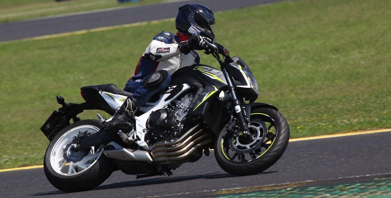 Honda CB650F im Test auf Landstraße und Rennstrecke
