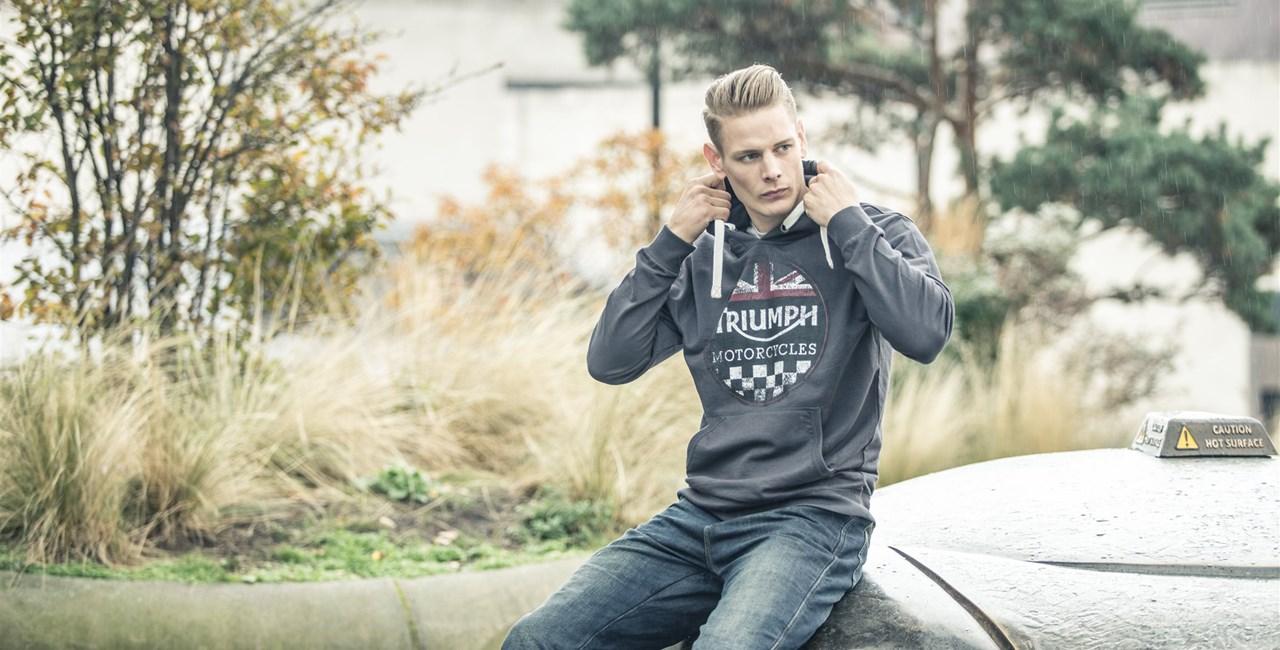 TRIUMPH präsentiert neue Bekleidungslinie für Saison 17/18