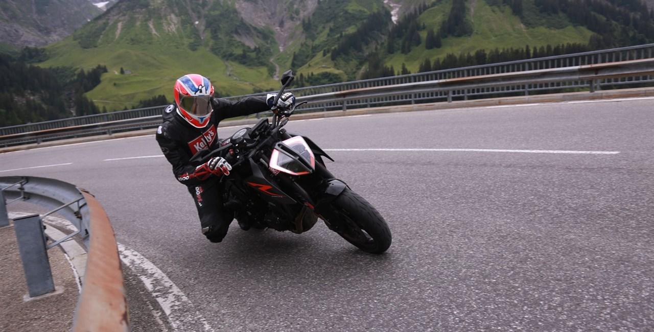 KTM Duke Battle - Anrauchen in den Alpen!