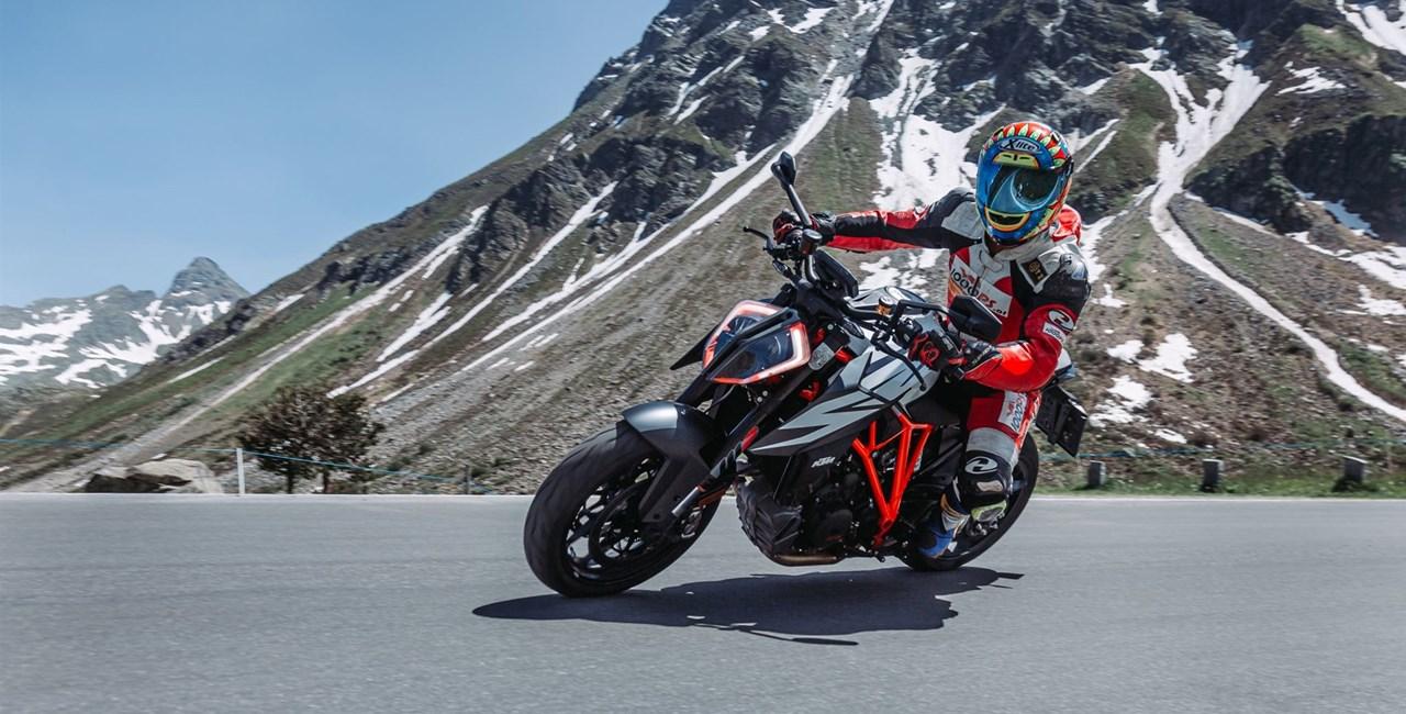 KTM 1290 Super Duke R Test in den Alpen