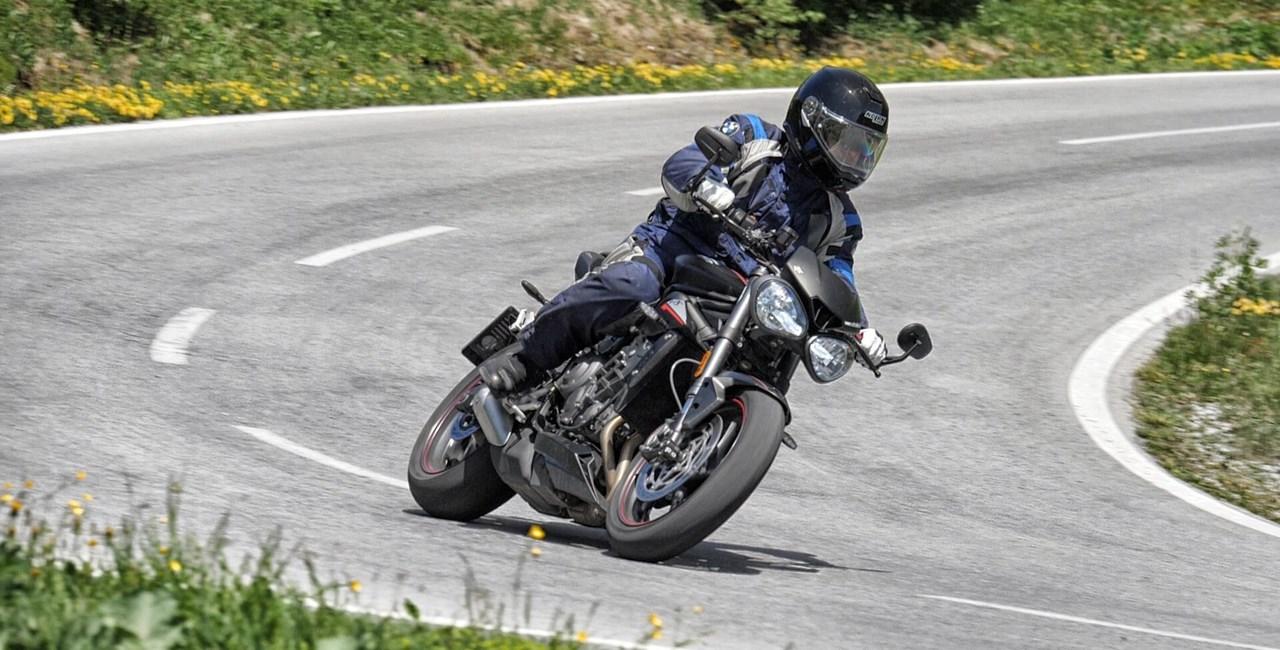 Triumph Street Triple RS Test in den Alpen