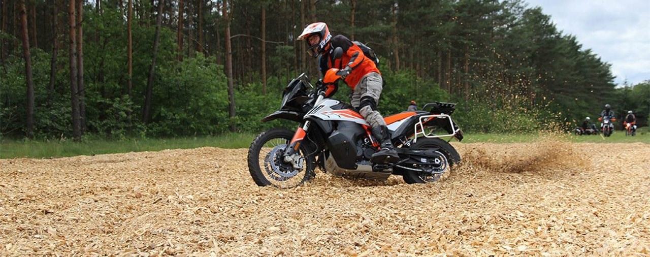 Enduro Training auf neuesten KTM Adventure Modellen
