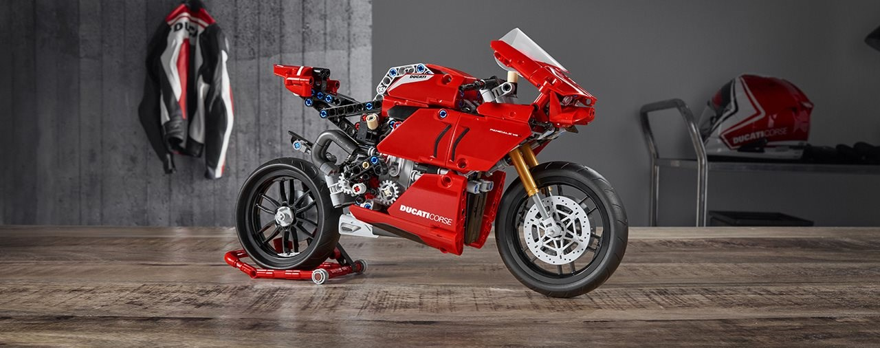 Diese LEGO Ducati Panigale V4 R ist der Traum der Ducatisti