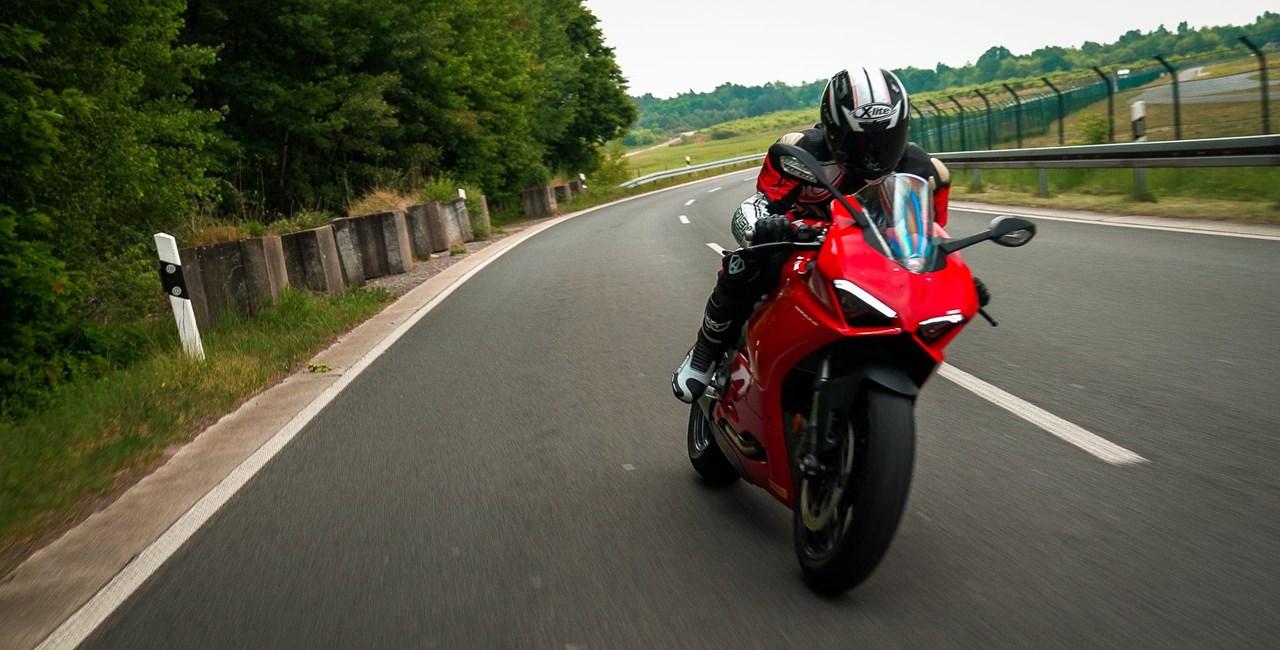 Ducati Panigale V2 - der perfekte Landstrassen Supersportler?!