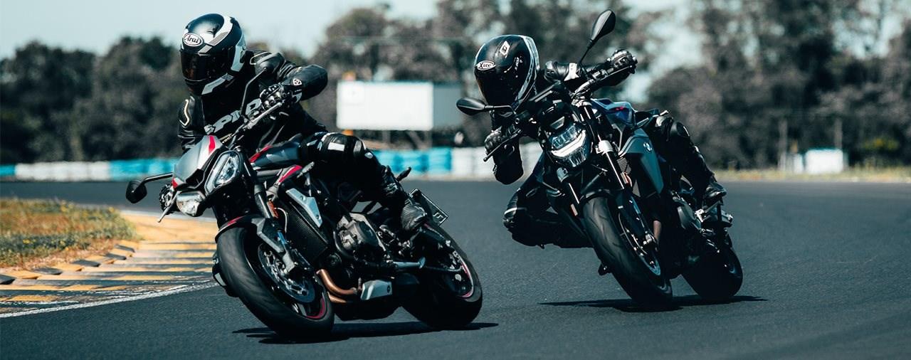 Triumph Street Triple R vs. BMW F 900 R - Rennstreckenduell