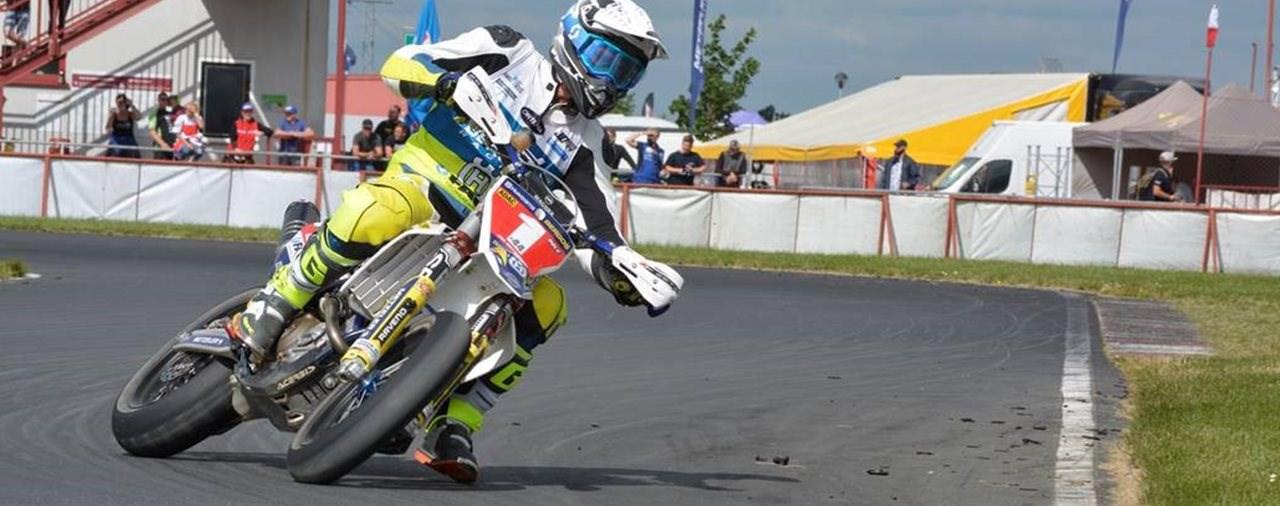 Supermoto: METZELER Fahrer sammeln Titel in vielen Klassen