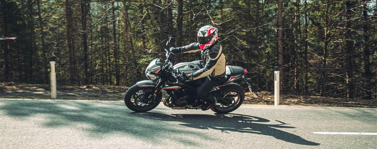 Mittelklasse Naked Bike Vergleich 2021 – Triumph Street Triple R