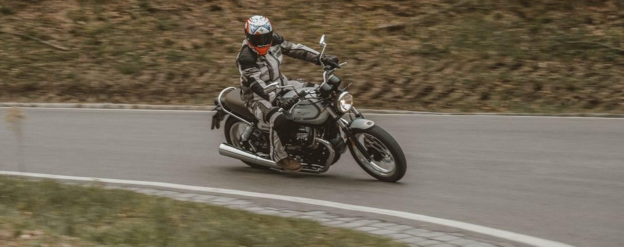 Neuer Motor, alte Schule - Moto Guzzi V7 Special 850 Test 2021