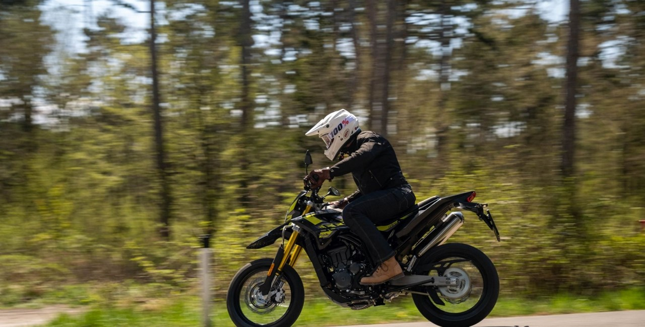 A1-Supermoto in Action - Online Bestia 125 Test 2021
