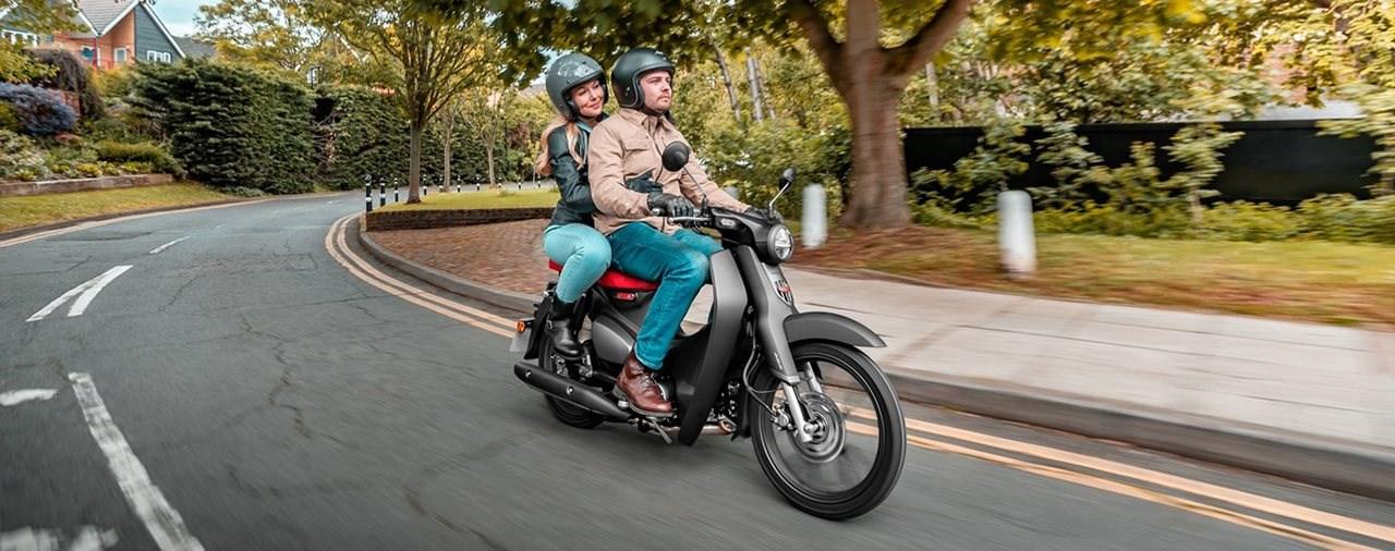 Honda Super Cub 125 2022 bietet nun Platz für 2 Personen!