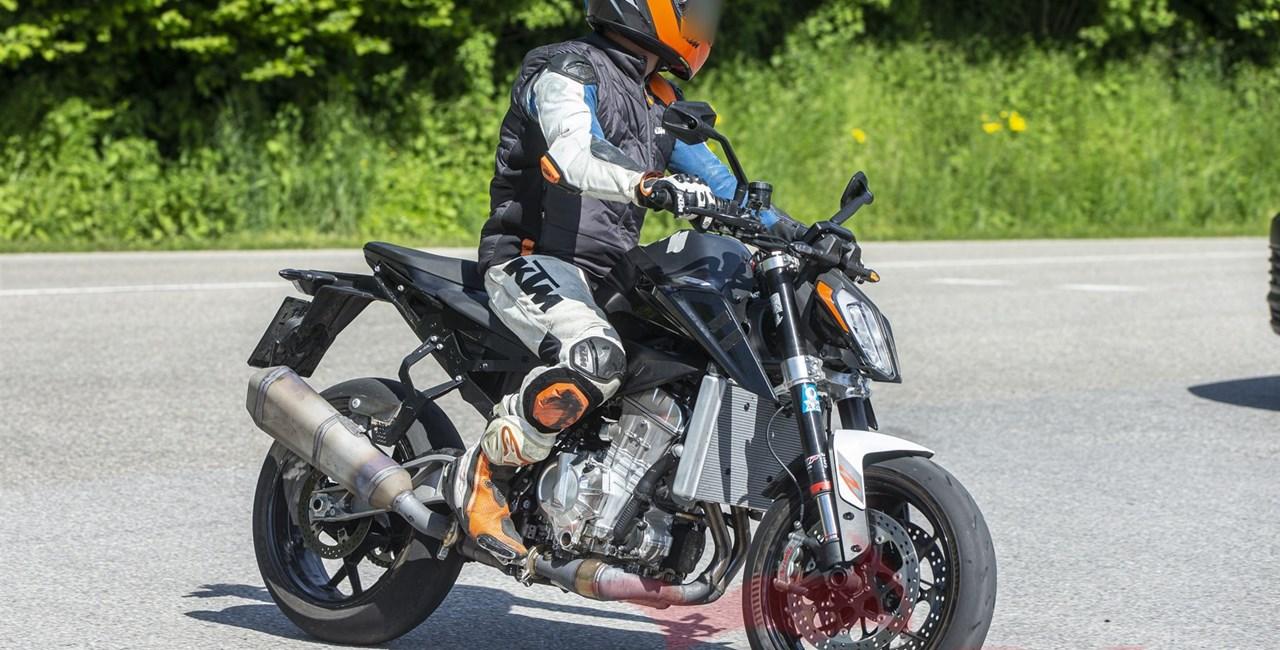 Kommt 2024 eine KTM 990 Duke? Erlkönig gesichtet!