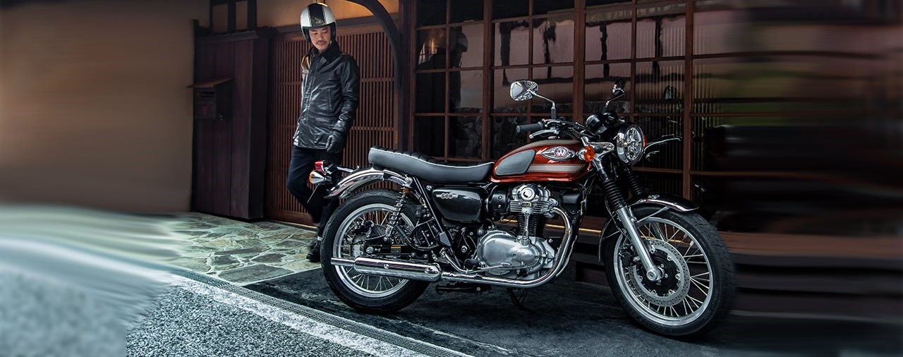 Kawasaki W800 Candy Fire Red 2022