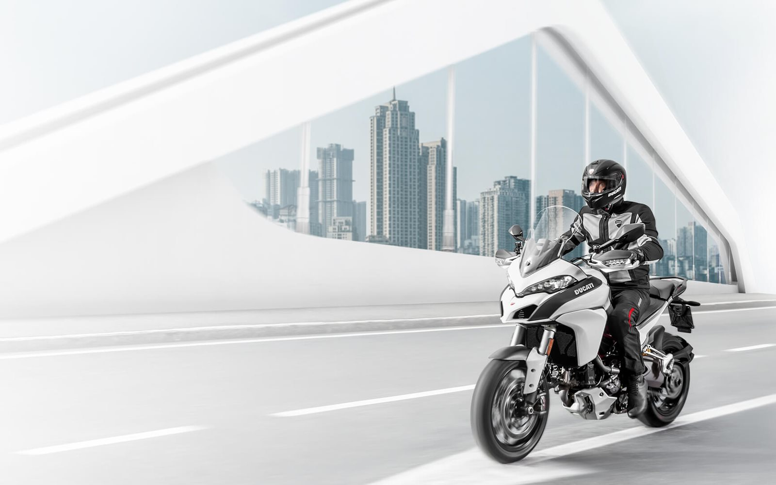 Motocicletas elegidas y certificadas por nuestros expertos técnicos. Asistencia especializada usando recambios originales. Asistencia en carretera por Europa. 24 meses de garantía sin límite de kilometraje. Gracias al programa certificado Ducati Appro ...