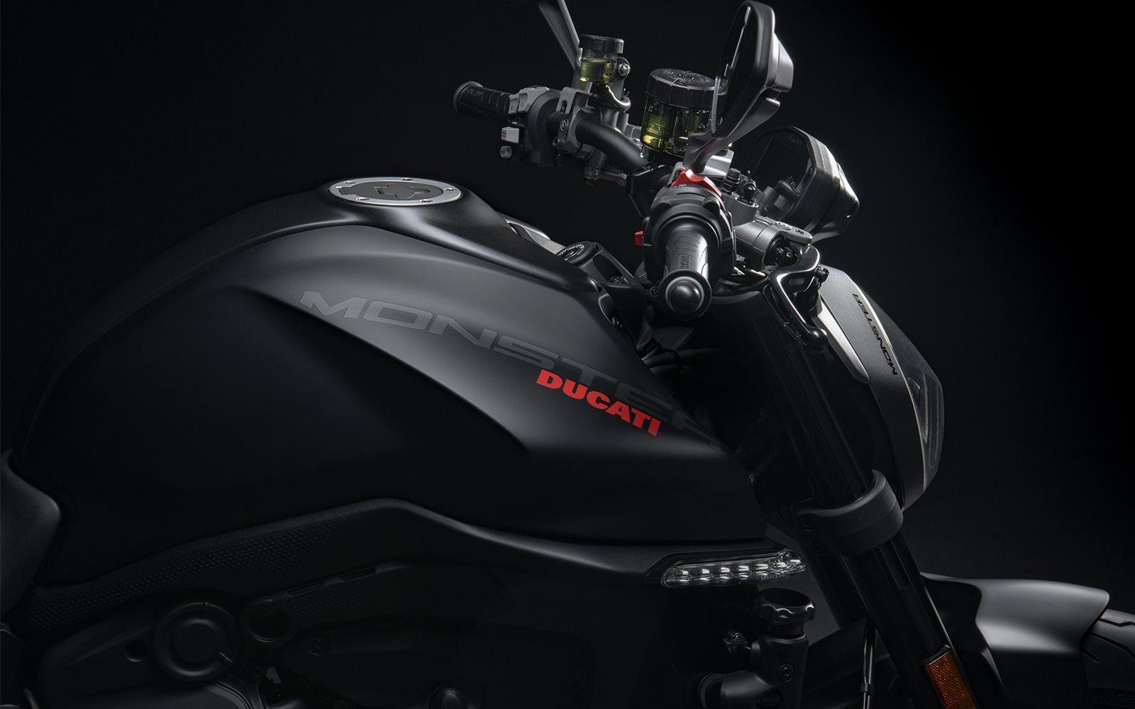 Toda la esencia Ducati en la forma más ligera, compacta y esencial posible. Todo lo que necesitas para divertirte, todos los días.
