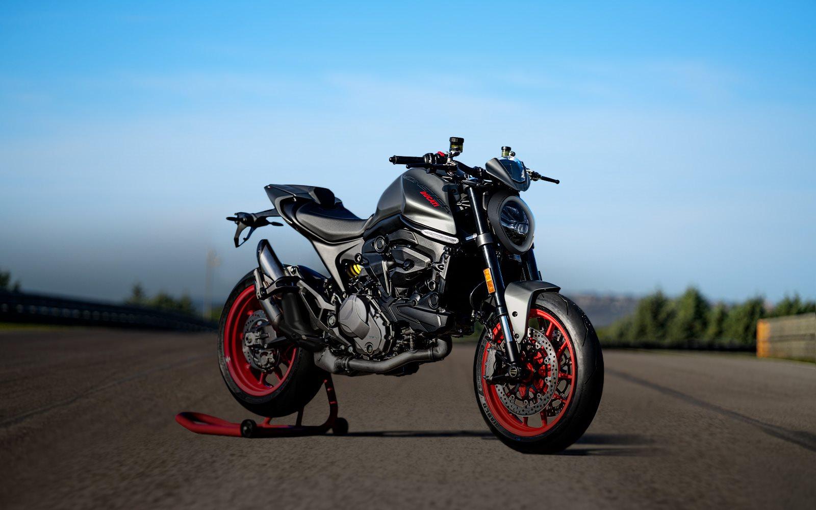 Si tu carnet de conducir es el A2, no lo dudes y piensa en Ducati. Te invitamos a descubrir nuestra gama de motocicletas de 35kw, aptas para la limitación, derivadas de versiones de 70kw: