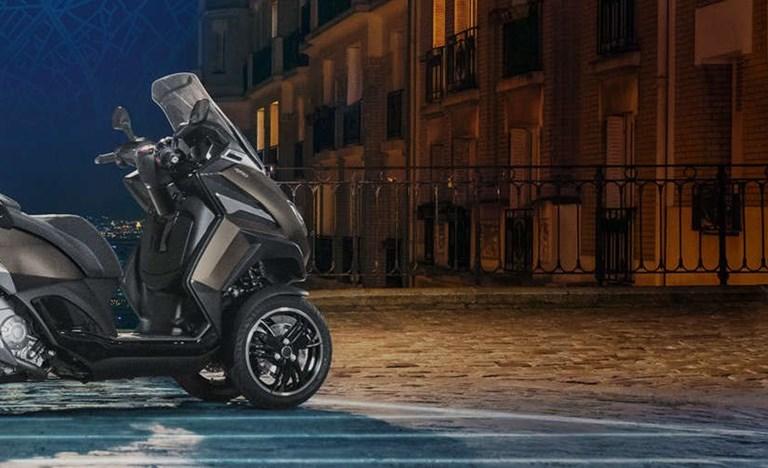 Repsonsive Der neue Peugeot Metropolis SW