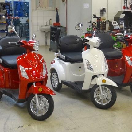 Elektro-Dreiräder  Elektroroller LuXXon E3800 - Elektro Dreirad für Senioren mit 800 Watt, max. 20 km/h, Reichweite bis zu 60 kmDer LuXXon E3800 ist mit seinen drei Rädern, dem tiefen Einstieg und dem bequemen Sitz optimal auf Komfort ausge...