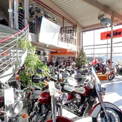 Über uns Seit über 20 Jahren steht der Name Stöbe in der Region Aachen für Tradition, Erfahrung und Kompetenz rund um das Thema Motorrad, Technik und Zubehör.  Aber Stöbe Motorräder ist noch viel mehr. Ein Team von begeisterten Men...