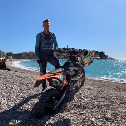 Tobias Hiebl Tobias Hiebl#14 - Team Euro Motors GrazDas junge Talent Tobias fährt mit seiner KTM 250 EXC bei der Österreichischen Meisterschaft und einigen internationalen Rennen mit. Er ist vom Kindesalter an im Trialsport gewachsen u...