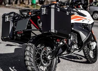 Enduro & Adventure Parts BUMOT Aluminium Seitenkoffersysthem für 790 / 890 ADV/R um 919,00 Euro auch für 1050 bis 1290 ADV erhältlich