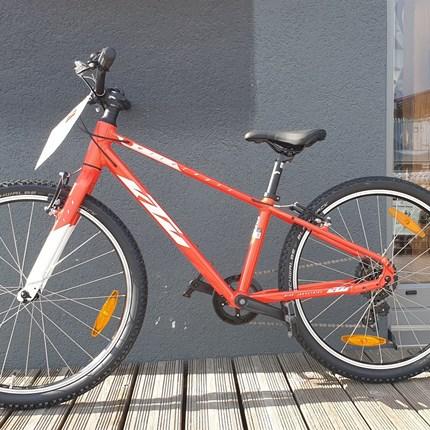 KTM Wild Cross 24  Rahmen: Alloyframe Farbe: orange Schaltung: Shimano-TY200-SS Reifen: Schwalbe Black Jack 47-507 24x1,90 Gesamtgewicht: 11,5kg Preis: € 429.-