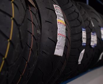 Reifen-Rundumservice. Zu attraktiven Preisen bestellen und montieren wir Ihre Reifen. Da Motorräder unsere Passion sind, gehen Sie auch hier unnötigen Risiken aus dem Weg, welche oft durch nicht fachgerechte Montage ...