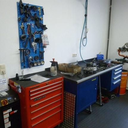 Werkstatt Als autorisierter für Yamaha, KTM, Piaggio/Vespa und Moto Guzzi bieten wir neben faszinierender und aktuellsten Zweiradtechnik einen perfekten Rund-um-Service für euer Fahrzeug. Unsere Jungs in der Werkstatt werden ständig...