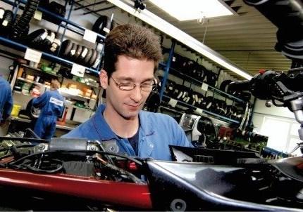Werkstatt Unser Werkstatt-Service:  Bei Stöbe Motorräder stehen hoch qualifizierte Spezialisten mit einem Gespür für Ihr Bike tagtäglich dafür ein, immer nur das Optimum für Sie zu leisten.  Ein wichtiges Element für einen ...