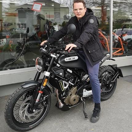 """Fahrzeugübergabe Husqvarna Wir wünschen den neuen """"Husqvarna-Besitzern"""" viel Spaß und stets GUTE FAHRT!!  Motobike-Team, Bregenz"""