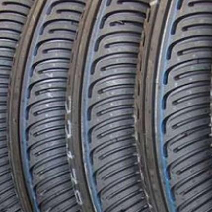 Motorrad Reifenservice  Regelmäßiger Reifenservice erhöht die Lebensdauer Ihrer Motorradreifen. Luftdruck, Profiltiefe und Alter Ihrer Motorradreifen können und sollten Sie jedoch selbst kontrollieren. Luftdruck: Alle zwei Wochen oder vor jeder ...