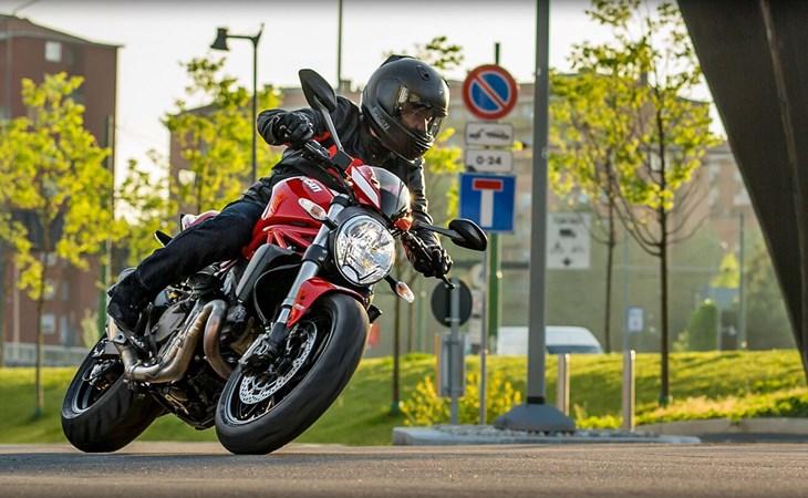 Ducati Monster 821 Stripe Specificaties en Prijs - Motor.NL