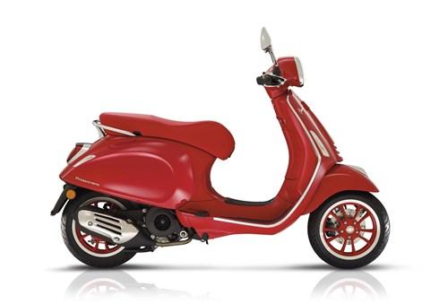 Vespa Primavera 125 (RED)