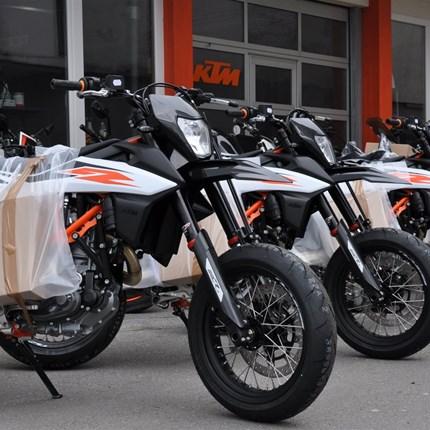 KTM 690 SMC-R NACHSCHUB....  eingetroffen!!! Nur begrenzte Stückzahl erhältlich - schnell vorbei kommen!!! :)  Weiter >>