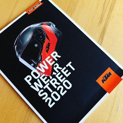 KTM Powerwear STREET 2020 + KTM Powerwear Casual & Accessories KTM Powerparts…  ....die neue KTM PowerWear Kollektion und die neuen Kataloge sind eingetroffen!!!  ... KTM Powerwear STREET 2020, KTM PowerWea... Weiter >>