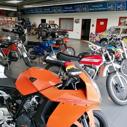 Fahrzeug bei uns überwintern?   Na klar, FRAGEN SIE UNS! Wir motten Ihr Motorrad bei uns ein: Überwinterung / Motorrad    alles inklusive EUR ... Weiter >>