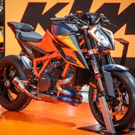 KTM 1290 Super Duke R   THE BEAST Nach ihrer Verschlankungskur ist die KTM 1290 SUPER DUKE R nun ein noch muskulöseres, böseres und furchteinflößenderes ... Weiter >>