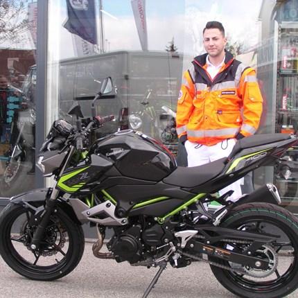 Roll out einer Kawasaki Z 400 Für Michael erfüllt sich sein Traum! Er holt sich heute seine Kawasaki Z 400 ab. Wir wünschen viel Spaß und viele schöne Ausfahrte... Weiter >>