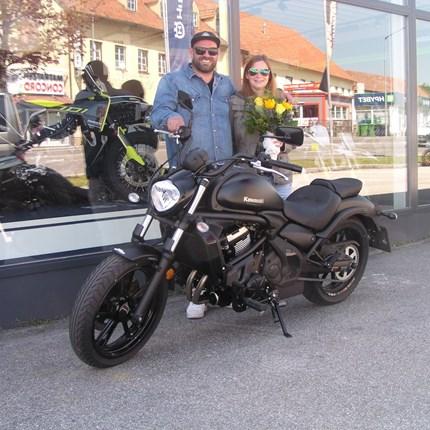 Roll out einer Kawasaki Vulcan S Ein sehr edles Bike dürfen wir heute an Christian und Marion übergeben. Wir wünschen den beiden mit ihrer neuen Kawasaki VULCAN S... Weiter >>