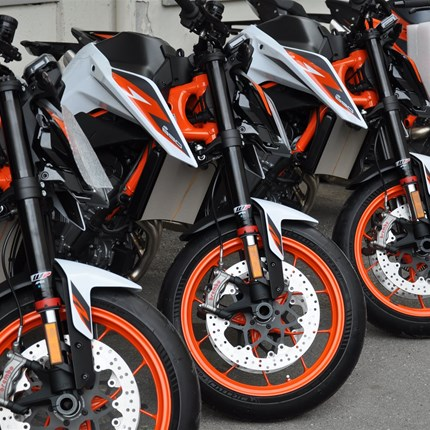 ***KTM 890 DUKE R***  ...schnell sein lohnt sich.... heute ist die KTM 890 Duke R eingetroffen!!!! - sehr wenig verfügbar!!!