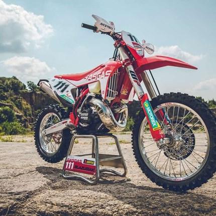 Taddy Blazusiak jetzt auf Gas Gas GASGAS Motorcycles ist stolz darauf Taddy Blazusiak offiziell als ihren führenden Enduro-Werksfahrer vorstellen zu dürfen. Eine n... Weiter >>