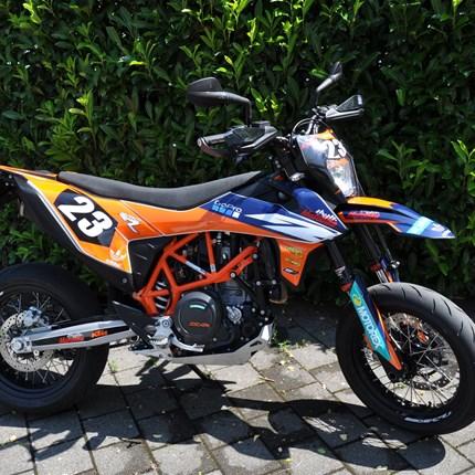 Motobike Edition KTM 690 SMC R  Motobike Edition KTM 690 SMC R  Bei uns bekommt ihr KTM Powerparts und individuelle Dekore. Gerne erstellen wir euch ein Ange... Weiter >>