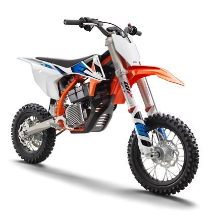 KTM SX-E 5 , die ELEKTRO MINI-MOTOCROSS 2021  KTM SX-E 5 2021  die ELEKTRO MINI-MOTOCROSS      Es handelt sich hier um ein hochmodernes, anpassungsfähiges READY TO RACE... Weiter >>