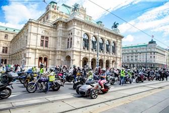 5400 Biker protestieren gegen bestehende und drohende Motorradfahrverbote