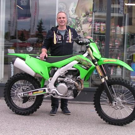 KX 450 ausgeliefert ! Unsere letzte Kawasaki KX 450 der Modellreihe 2020 hat sich Michael gesichert.Wir wünschen mit der grünen Waffe viel Spaß !!