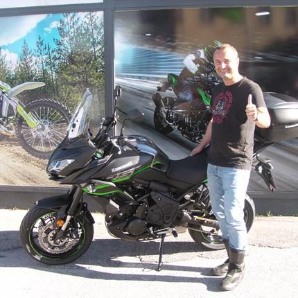 Die Motorradreisen können starten! Es freut uns, dass wir an Harald eine Kawasaki Versys 650 übergeben dürfen. Wir wünschen schöne , unfallfreie Ausfahrten!!
